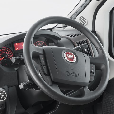 Kon-Tiki Sport 560 Steering Wheel And Controls