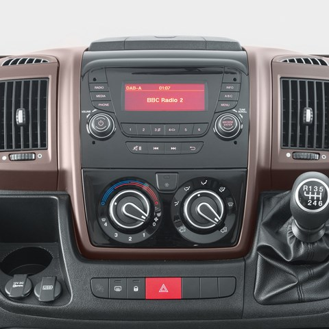 Kon-Tiki Sport 560 DAB Radio And Bronze Trims